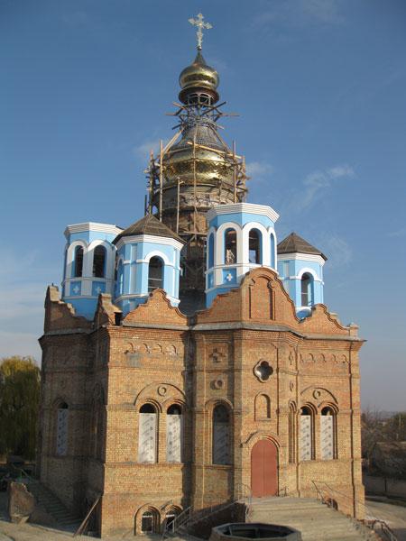 Свято-Покровский храм в октябре 2010 года