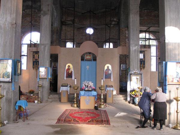 Перед службой. Интерьер Свято-Покровского храма